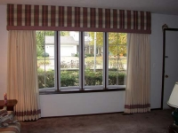 Bay window plaid straight cornice w/contrast colid banding