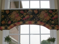 Floral and plaid cornice