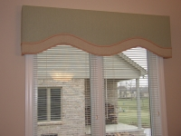 Peach and green banded cornice