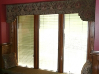 tapestry-shaped-cornice