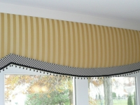 yellow-stripe-cornice_0