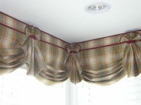Scallop Valance with horns and cording